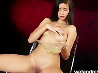 met art model nika peeing for wetandpissy
