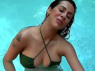 Nicole Bitencourt is horny and in need for a wild fuck with Roge Ferro