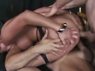 dirty Jordan Ash,Mia Lelany and Voodoo are fucking like crazy in dirty threesome