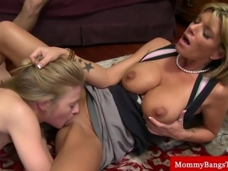 Bigtit milf eaten by stepdaughter out while sucking