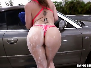 Sara Jay with bubbly booty holds her mouth wide open while getting jazzed on