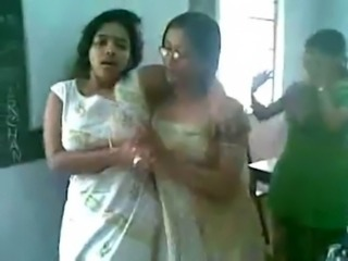 Hot Indian college girls dancing & boobs show free