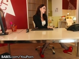 MILF Gives Foot Fucking at Work!