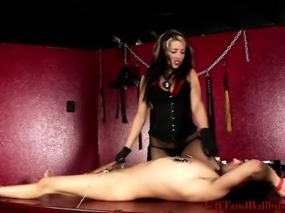 Seductive Mistress Dahlia is a smoking hot Italian dominatrix
