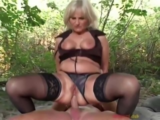 outdoor euro mature anal fun