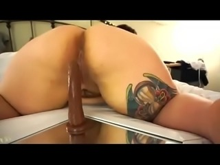 Sugarbooty masturbates on Webcam