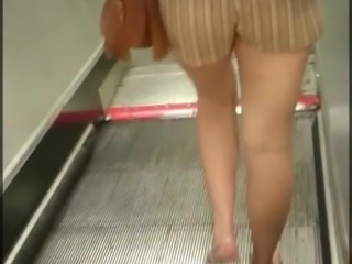 Candid Hot Blonde Milf Soft Bubble Butt In Shorts Sexy Legs