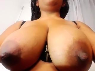 amateur taniamike1 flashing boobs on live webcam